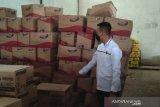Bahan pangan kedaluwarsa ditemukan di gudang distributor di Purwokerto