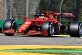 Pembalap  Ferrari Charles Leclerc memacu kendaraannya saat sesi latihan Formula One GP Emilia Romagna,  di Autodromo Enzo e Dino Ferrari, Imola, Italia - Jumat (16/4/2021).  Formula One GP Emilia Romagna akan digelar pada Minggu (18/4/2021). ANTARA FOTO/Reuters-Jennifer Lorenzini/hp.