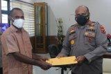 Dewan Adat Pegbin serahkan surat pelepasan tanah ke Kapolda Papua