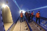 Jamin kelancaran perjalanan KA, kondisi Terowongan Ijo dicek
