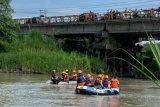 Berniat mudik dengan seberangi sungai, tiga warga Sumbar ditemukan meninggal