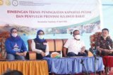 Pemkab Mamuju meningkatkan kualitas petani dan penyuluh