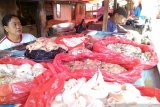 Harga daging ayam ras dan sapi berangsur turun di Kota Makassar