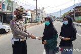 Satlantas Polres Padang Panjang kembali bagikan masker
