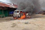 Perkelahian warga di pasar Remu Sorong satu tewas dan satu mobil dibakar