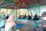 PKB berbagi di Margasari, anggota Komisi XI DPR Ela santuni anak yatim