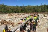 Satgas Pamtas RI-Timor Leste bantu perbaiki irigasi rusak akibat banjir