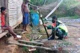 Babinsa Waropko anjangsana warga binaan ajak jaga keamanan lingkungan