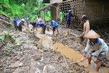 Seorang warga Kabupaten Malang hilang tertimbun longsor