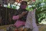 Pelatihan membuat batik kontemporer
