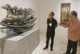 Ada 100 lebih lukisan dan patung kelas dunia dilelang di Jakarta