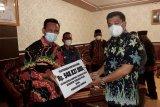 Bupati Lampung Tengah berikan bantuan ke kampung terdampak bencana