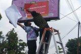 Pemkot Bandarlampung pasangi sembilan reklame dengan stiker belum bayar pajak