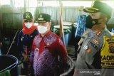 Puluhan drum arak ditemukan saat penggerebekan di Sampit