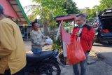 DPC PDIP Seruyan bagikan takjil langsung ke rumah masyarakat
