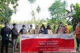 Sebanyak 12.175 paket sembako kado Ramadhan donasi konsumen Alfamidi