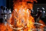 Kebanjiran korban meninggal COVID-19, India mulai kremasi massal