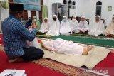 Jamaah Masjid Badriyah Abdul Aziz Lansano ikuti pelatihan penyelenggaraan jenazah