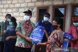 Wali Kota Kupang bantu kelambu bagi warga Tangkolo