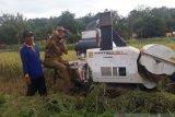 Pemkab Gunung Kidul memberikan bantuan alsintan kepada kelompok tani