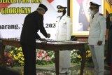 Ganjar minta Bupati Grobogan perbaiki jalan rusak