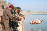 TNI-Polri di Kupang tabur bunga atas gugurnya prajurit KRI Nanggala-402