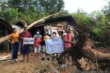 YIIM dan PT. INSIGHT bagikan bantuan untuk korban bencana alam di NTT