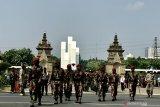 Upacara militer iringi prosesi pemakaman Kepala BIN Papua di TMP Kalibata