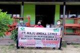 PT Maju Aneka Sawit bantu meja kursi dua sekolah