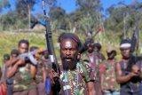 Prajurit TNI dan Polri serbu markas KKB di Olenski Papua lima orang tewas