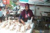 Pemkab-Polres Pekalongan inspeksi pasar antisipasi lonjakan harga pangan