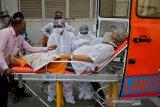 India kembali laporkan penambahan 386 ribu kasus COVID, stok vaksin habis