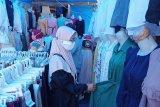 Toko pakaian di Padang masih sepi pembeli dua pekan jelang Lebaran Idul Fitri