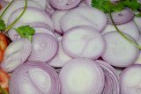 Benarkah bawang mentah dan garam bisa sembuhkan COVID-19?