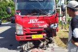 Pasutri di daerah ini tewas mengenaskan usai ditabrak truk J&T