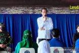 Presiden Joko Widodo bertemu keluarga prajurit KRI Nanggala-402 di Lanudal Juanda