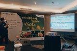 Tim Satgas  Pertamina Region Jatimbalinus, I Ketut Permadi Arya Kumara menjelaskan kesiapan jajaran Pertamina menyambut datangnya Hari Raya Lebaran 1442 Hijriah/2021, di Surabaya, Jumat (30/4). Pertamina Region Jatimbalinus  memperkirakan tingkat  kebutuhan bahan bakar minyak (BBM) pada masa Lebaran tahun ini tetap akan ada peningkatan yang variatif tergantung jenis BBM-nya kendati ada larangan mudik. (Antarajatim/Slamet Hadi Purnomo/SHP-21)