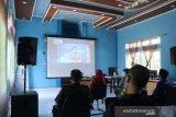 Bupati mukomuko Sapuan didampingi Wakil Bupati Mukomuko Wasri beserta kepala Forum Koordinasi Pimpinan Daerah (FKPD) menghadiri Vidio Conference peringatan hari puncak perayaan hari Otonomi Daerah ke XXV tahun 2020 yang diselengarakan oleh Kementerian Dalam Negeri, Senin (26/04). (ADV)