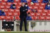 Ronald Koeman dipastikan tidak bisa  dampingi Barcelona lawan Atletico