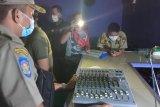 Satpol PP Padang razia tempat karaoke beroperasi saat Ramadhan