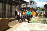 Bupati Limapuluh Kota serahkan bantuan ke warga Manggilang yang terdampak banjir