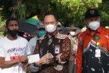 Baznas Kulon Progo menyalurkan bantuan kepada pengayuh becak di Wates
