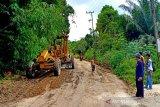 Dinas PUPR Barut perbaiki jalan rusak menuju Trinsing