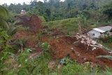 Tiga orang warga Sukabumi tertimbun longsor, satu berusia lima tahun meninggal