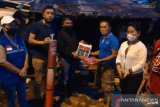 Warga korban bencana di Minahasa Tenggara menerima bantuan