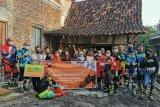 Komunitas motor trail berikan bantuan sambungan listrik gratis