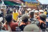 Kericuhan di Pasar Tanah Abang antara PKL dan Satpol PP