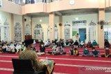 Memaknai Hari Pendidikan Nasional, Masjid Darul Huda Perumdan Punggai beri santunan dan buka puasa bersama anak yatim