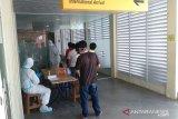 Pekerja dipulangkan dari Malaysia via Batam terinfeksi COVID-19