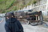 Truk terbalik di Pusuk Sembalun, satu tewas